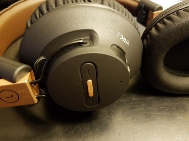 Headphones are foldable