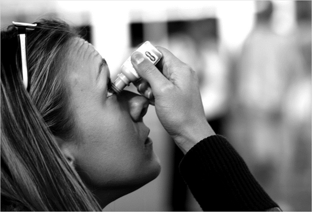 woman-using-eye-drops