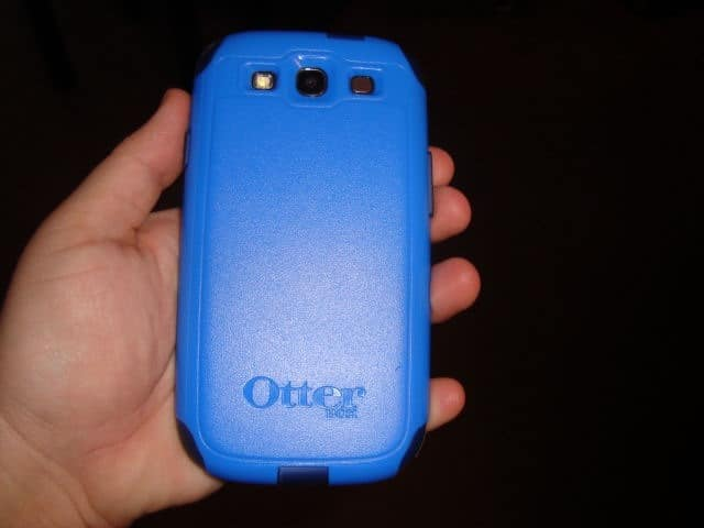 otterbox-commuter-series-case-action