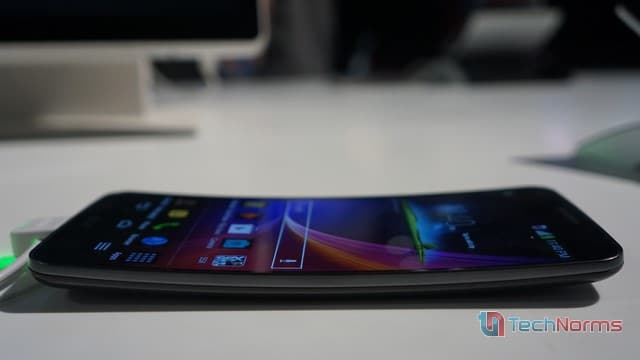 LG-G-Flex-Side-view