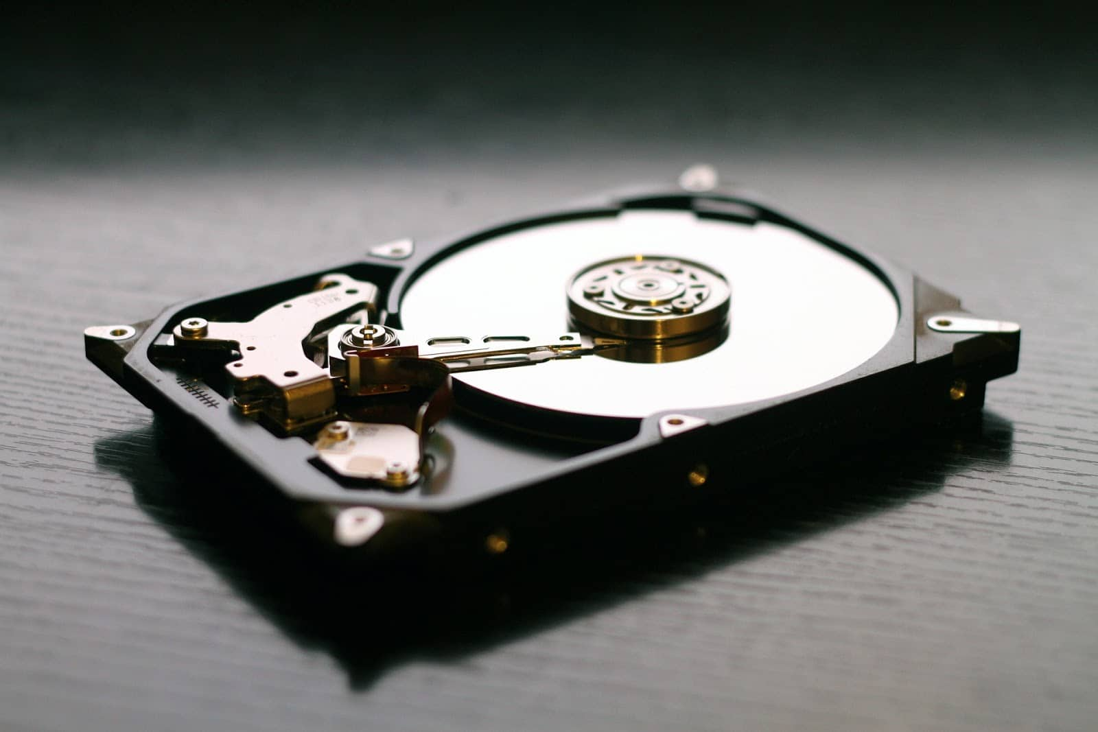remove hard drive to fix the drive where windows is installed is locked