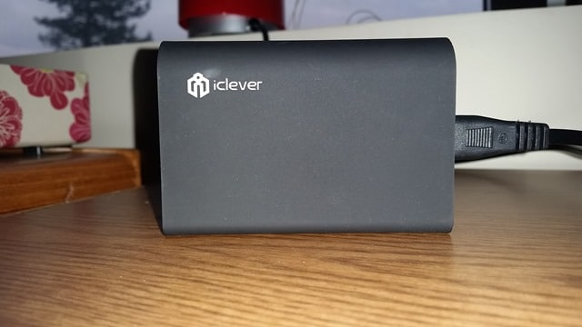 iclever-charging-station-side