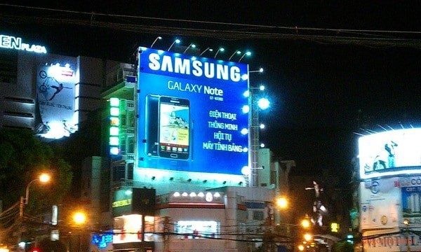 samsung-spend-big-billboards