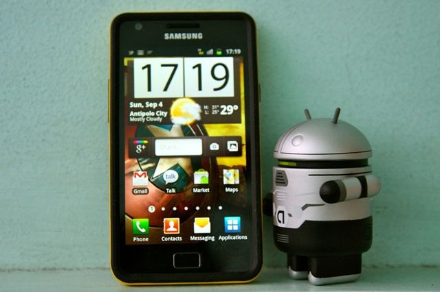 samsung galaxy s II with Droid bot
