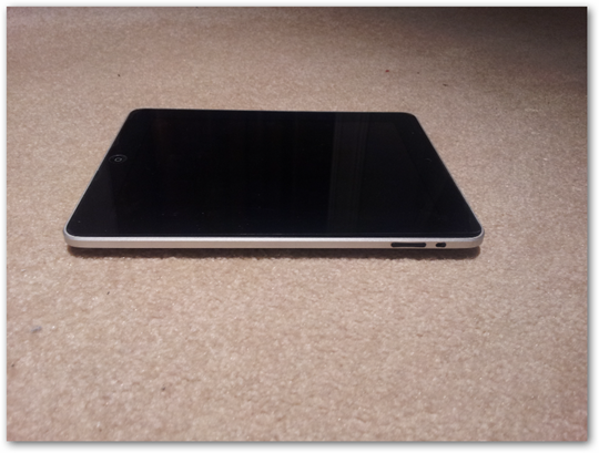 apple-ipad-tablet-side-hardware